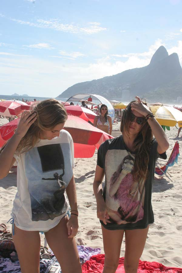 Beach girls wears Serge DeNime